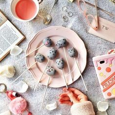 Check out these cake pops from @taramilktea! The perfect weekend baking project #regram