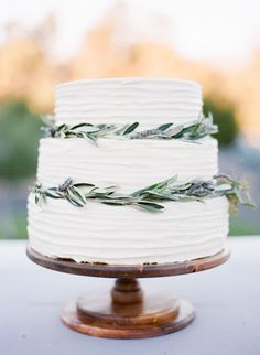 organic inspired wedding cake