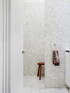 Minimalist Bathroom with Beautiful Terrazzo Tiles Large Bathrooms, Amazing Bathrooms, Small Bathroom, The Design Files, Design Blog, Bad Inspiration, Bathroom Inspiration, Bathroom Renos, Bathroom Interior