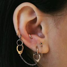 Such a unique jewellery selection #lobepiercing #antitraguspiercing #helixpiercing #middlecartilagepiercing #cartilagepiercings #curatedear #earparty #piercings #earpiercing #pierced #piercer #bodyjwellery #bodymods #goals #piercinggoals #girlswithpiercings #guyswithpiercings