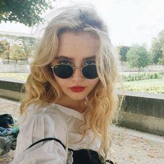 "11.7 k mentions J'aime, 90 commentaires - KATHRYN NEWTON (@kathrynlnewton) sur Instagram : ""Paris makes me make a Face in particular"""