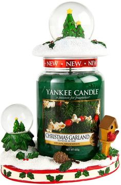 Yankee Candle Snow Globe Jar Hugger and Jar Topper with Large Jar Candle Christmas Scents, Christmas Snow Globes, Christmas Candles, Green Christmas, Yankee Candle Shades, Yankee Candles, Glade Candles, Scented Candles, Candle Diffuser