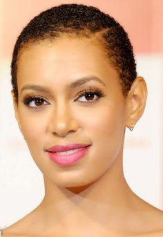 Solange Knowles' short hair makes for an amazing natural look this summer!