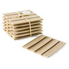 Material: Reclaimed Oak Set of 6 slatted coasters. Size: Length x W May vary in size and quantity of slats. Lead time: 1 week until dispatch