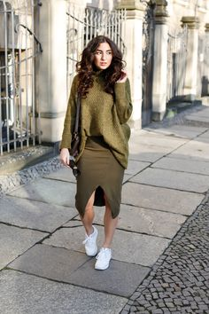 asos khaki midi skirt side split asymmetric H&M khaki oversize sweater pullover turtleneck chunky knit olive set co ord spring look samieze fashionblog blogger deutschland streetstyle asics gel lyte women
