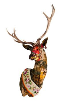 15 Unique and Out-of Boundaries Taxidermy Arts : Colorful Dear Head With Vintage Decoration