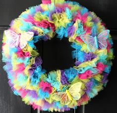 Happy March! Spring is almost here and I got started yesterday with this wreath. Itonly took me one afternoon to make. I like those fast crafts. Lots of bang for your time. Supplies: cardboard…