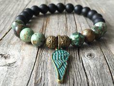 Woman gemstone bracelet, beaded wanderlust bracelet, bracelet with wing, stretch stacking bracelet, Woman gemstone jewelery, woman gift idea door KennlyDesign op Etsy