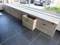 Opbergbank steigerhout, koop er een paar kussens op en je hebt ook nog een leuke 'hangplek' (Je zou het als ombouw voor verwarming kunnen gebruiken met een aanpassing)
