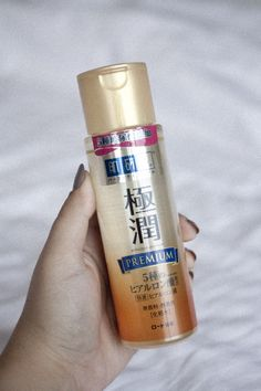 Its no secret that Hada Labo is one of my favourite Asian Skincare brands. Their hyaluronic acid toners work so well in my routine to help me get perfect skin. Here's my Hada Labo Premium review for oily skin.