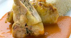 Muslos rellenos con salsa de pimiento y cous-cous Cocina económica