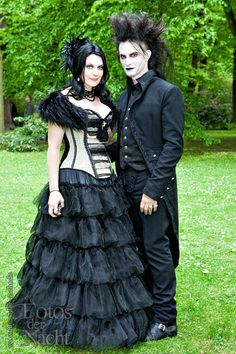 Gothic People | Having a Wedding Celebrant that You Trust