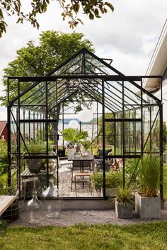 A greenhouse overlooking Siljan. Sure, it sounds like a dream? Look at Lena and Ola in Rättvik who realized the dream and get their own … - All About Garden Greenhouse Kitchen, Indoor Greenhouse, Small Greenhouse, Greenhouse Wedding, Greenhouse Plans, Greenhouse Gardening, Greenhouse Film, Homemade Greenhouse, Portable Greenhouse