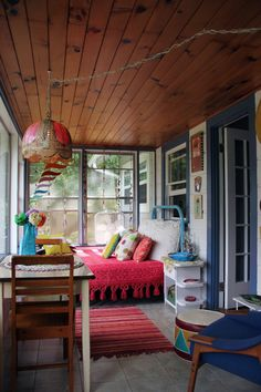 Elise's Eclectic Cottage in the Mountains - this sunroom is bright and well put together - great colour combination.