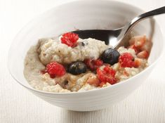 oatmeal with berries and cinnamon Cinnamon, Oatmeal, Berries, Eat, Breakfast, Food, Tips, Canela, The Oatmeal