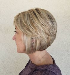 Chin-Length Bob for Women to Look Younger Hair Styles For Women Over 50, Short Hair Cuts For Women, Short Hair Styles, Short Cuts, Bob Hairstyles For Fine Hair, Short Hairstyles For Women, Chin Length Haircuts, Chin Length Bob, Short Haircuts