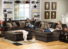 Modern Living Room Layouts With U Shape Sectional Sofa Laminate Wood Flooring Design
