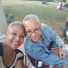 Had to share!! This dynamic mother/daughter duo...leaves me flabbergasted!!  #Detroit #DetroitNaturals #DetroitGray #MotherDaughterDuo #NaturallyGray #YourHairIsBeautiful @Regrann from @strut___themovement -  #Kem #Ilovemymom #CheneParkDetroit  #Detroit #TheD #IDetroit #Michigan #PureMichigan