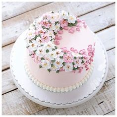 😍😍😍Gorgeous buttercream cake created by the absolutely amazing - - Buttercream Decorating, Buttercream Cake, Fondant Cakes, Cupcake Cakes, Pretty Cakes, Cute Cakes, Beautiful Cakes, Amazing Cakes, Sweet Cakes