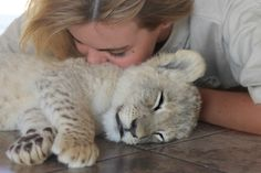 I would love to snuggle a cubby! <3