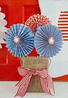 Free Fourth of July Patriotic Medallion Printables (and 11 MORE Patriotic Printables free printable patriotic pinwheel paper lollies at tatertotsandjello… Patriotic Party, Patriotic Crafts, July Crafts, Holiday Crafts, 4th Of July Celebration, 4th Of July Party, Fourth Of July, Paper Medallions, 4th Of July Decorations
