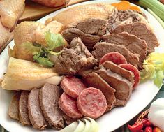 BOLLITO MISTO ALLA PIEMONTESE My Recipes, Snack Recipes, Cooking Recipes, Italian Dishes, Italian Recipes, Typical Italian Food, Main Course Dishes, Caldo, Quick Snacks