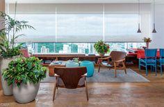 São seis varandas de apartamento, com ideias para áreas gourmet e cantos de estar e dicas para caprichar no verde.