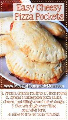 Cheesy Pizza Pockets Easy Cheesy Pizza Pockets - why buy the frozen version when you can make them at home in minutes?Easy Cheesy Pizza Pockets - why buy the frozen version when you can make them at home in minutes? Quesadillas, Empanadas, Sliders, Comida Pizza, Sauce Pizza, Pizza Pizza, Pizza Bites, Kids Meals, Easy Meals
