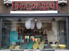 Mooie winkel In Petto in de St. Annastraat. Portugese en Marokaanse tegels maar ook Friese en Italiaanse tegels, meubels, lampen, aardewerk en veel meer. En ze komen het ook bij je leggen! (Tegels)
