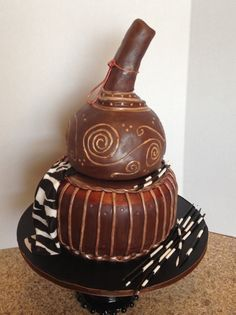 A friend wanted a cake that looked like an African Calabash vase for a friends birthday. She had a picture she wanted me to copy. It was definately challenging. Traditional Wedding Cakes, Traditional Cakes, Traditional Decor, Traditional Dresses, Themed Wedding Cakes, Themed Cakes, Beautiful Cakes, Amazing Cakes, African Wedding Cakes
