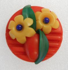 RED VINTAGE CELLULOID WEEBER-LIKE BUTTON  FLOWERS VASE LEAVES  PERFECT CONDITION