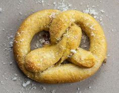 Sourdough Pretzels are homemade pretzels made with your sourdough starter and sprinkled with your choice of sweet or savory toppings. Sourdough Pretzel Recipe, Sourdough Recipes, Homemade Soft Pretzels, Pretzels Recipe, Bread Baking, Baking Soda, Pretzel Dough, Cheddar Cheese Sauce, I Am Baker