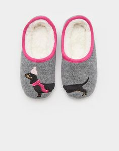 Need inspiration on girls gift ideas this Christmas? Look no further than Joules & our beautiful collection of Christmas gift ideas for girls. Slippers For Girls, Womens Slippers, Ladies Slippers, Joules Girls, Girl Gifts, Gift Guide, Fashion Shoes, Shoe Boots, Socks