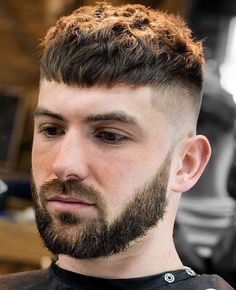10 timeless French crop haircut variations in the year 2018 styling guide - Hair Cutting Style Trendy Mens Haircuts, Short Layered Haircuts, Short Hairstyles For Men, Short Sides Haircut, Guy Haircuts, Athletic Hairstyles, Trendy Hair, Straight Hairstyles, Medium Hair Cuts
