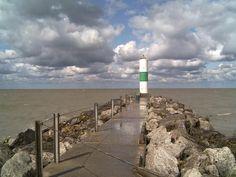 Geneva-on-the-Lake, Ohio Lighthouse. Geneva Ohio, Lake Geneva, Lake Erie, Vacations To Go, Vacation Spots, Willoughby Ohio, Nc Lighthouses, New England Fall, Ohio River