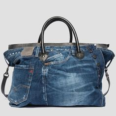 Leather and recycled denim bag - Replay Jean Purses, Purses And Bags, Crochet Russo, Only Jeans, Denim Purse, Denim Crafts, Recycled Denim, Leather Wallets, Leather Bags