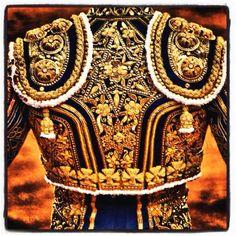 Resultado de imagen de traje de luces Matador Costume, Horse Show Clothes, Punk Princess, Flamenco Dancers, Ballroom Dance Dresses, Student Fashion, Belly Dance Costumes, Gold Embroidery, Arte Popular