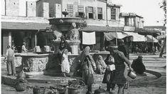 Κρητικοί και Οθωμανοί πλένουν ρούχα και παίρνουν νερό από τα Λιοντάρια. 1900 περίπου. Φωτογραφικό Αρχείο του συνταγματάρχη Émile Honoré Destelle. Δημοσίευση Ελένης Σημαντήρη. Crete Greece, Vintage Photos, Projects, Painting, Log Projects, Blue Prints, Painting Art, Paintings, Painted Canvas