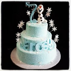 Sugar covered buttercream cake with Olaf!