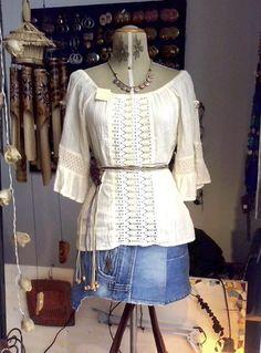 Camicina con pizzo di cotone e minigonna jeans.  Sì. Mi piace. - #Frida #Creazioni