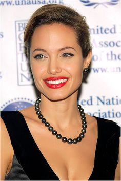 Angelina Jolie The United Nations Association Annual Dinner - Oct 2005 Angelina Jolie Style, Brad And Angelina, Big Eyebrows, Eyebrow Trends, Jolie Pitt, Angilina Jolie, Provocateur, Celebrity Hairstyles, Beautiful Actresses