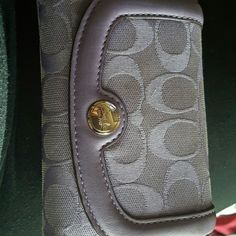 Auth Coach folding wallet (Negotiable on price) Purple 10 card slots, folding bills slot, coin purse. Great condition, no scratches. Pocket on back. Coach Bags Wallets