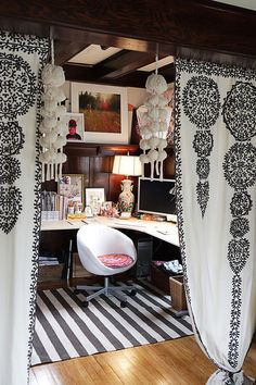 Creative diy room divider you should try 30 I love this so much. It makes a low ceiling space feel cozy and creative. Like a little nest. The hanging fabric swaths are so lovely. Home Office, Office Decor, Diy Room Divider, Divider Ideas, Room Dividers, Deco Cool, Interior And Exterior, Interior Design, Hanging Fabric