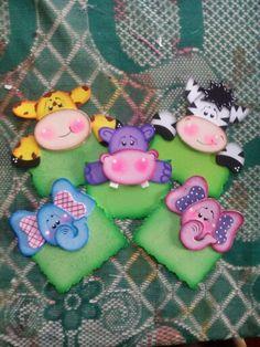 Distintivos Bee Crafts, Foam Crafts, Crafts For Kids, Paper Crafts, Teaching Aids, Paper Fans, Paper Piecing, Quilt Patterns, Punch Art