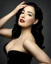 Queen of Burlesque .... Perfect hair and perfect makeup.