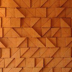 Pieza de decoración cerámica para muros Triangular