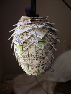 Hop flower made out of old maps. Looks similar to the one I made oft of old beer cases for the Dogfish Dash! Brewery Decor, Home Brewery, Home Brewing Beer, Beer Crafts, Craft Beer, Schlafly Beer, Old Beer Cans, Beer Art, Brew Pub