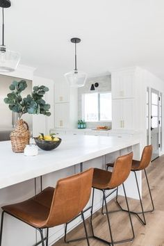 We loved designing the Entry, Kitchen, and Living Room of our Costa Mesa Beach Cottege project! Kitchen Decor, Kitchen Inspirations, Kitchen Interior, Home Kitchens, Home, Black Kitchen Island, Kitchen Remodel, Living Room Kitchen, Stools For Kitchen Island