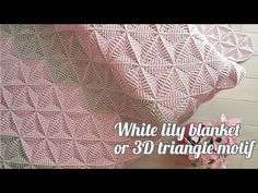3D Triangle Blanket Free Crochet Pattern + Video Crochet Triangle Pattern, Spiral Crochet, Crochet Bedspread Pattern, Afghan Crochet Patterns, Crochet Stitches, Knitting Patterns, Triangle 3d, Easy Crochet Blanket, Learn To Crochet