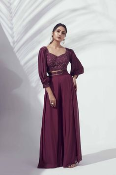 Party Wear Indian Dresses, Designer Party Wear Dresses, Indian Gowns Dresses, Dress Indian Style, Indian Fashion Dresses, Indian Wedding Outfits, Indian Designer Outfits, Girls Fashion Clothes, Indian Outfits